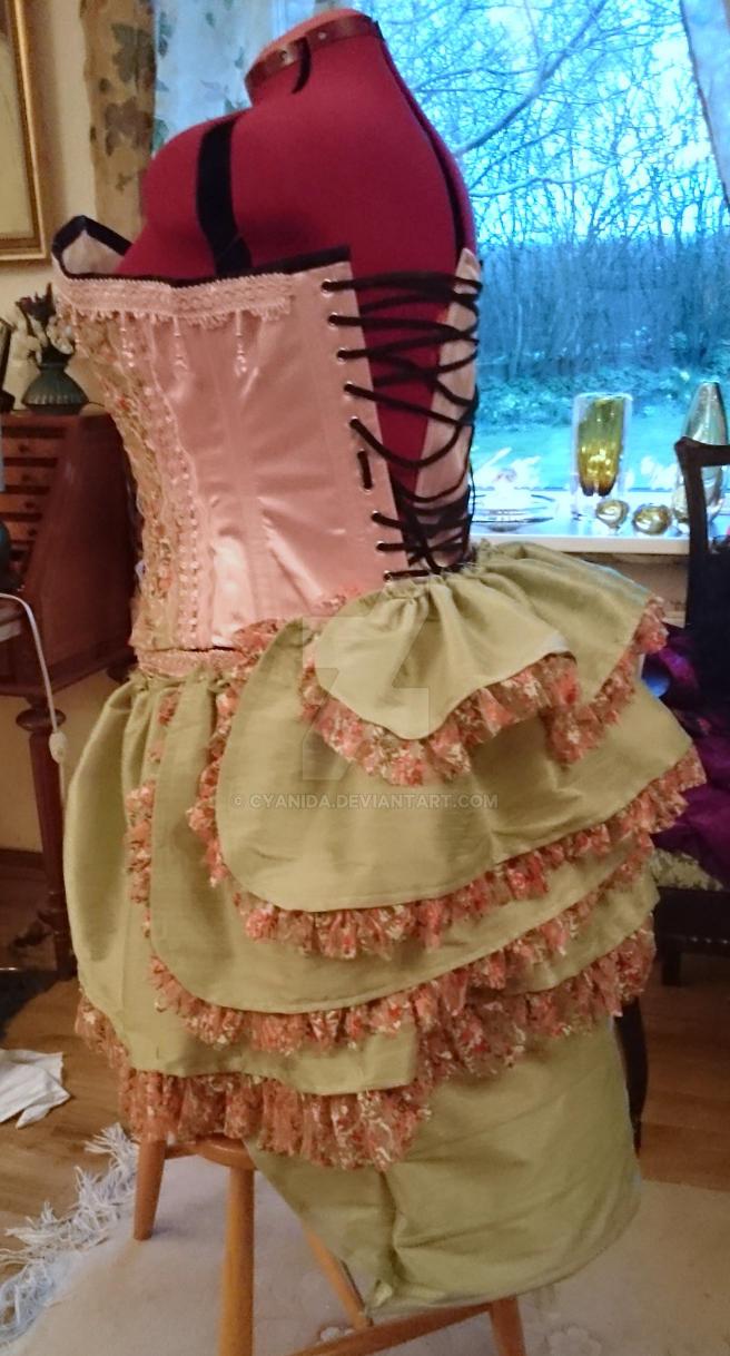 WIP Caterpillar burlesque bustle skirt pt2 by Cyanida