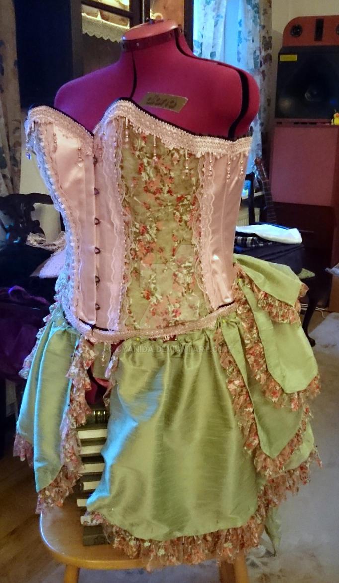WIP Caterpillar burlesque bustle skirt pt3 by Cyanida