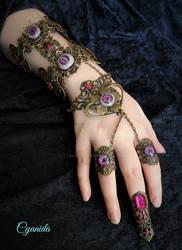 Purple eye bracelet by Cyanida