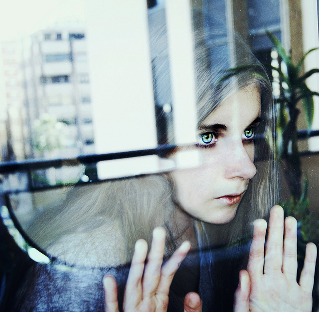 Silent gaze by Gingershots