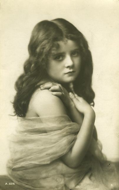 http://fc00.deviantart.net/fs42/f/2009/101/8/d/Vintage_beautiful_girl_by_MementoMori_stock.jpg