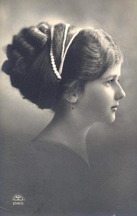 Vintage lady profile II by MementoMori-stock