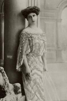 Vintage Edwardian fashionable lady 002
