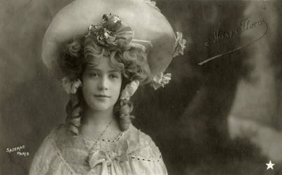 Vintage girl with hat 002