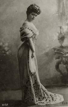 Vintage Edwardian fashionable lady 003