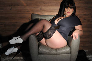 trono by carinepinup