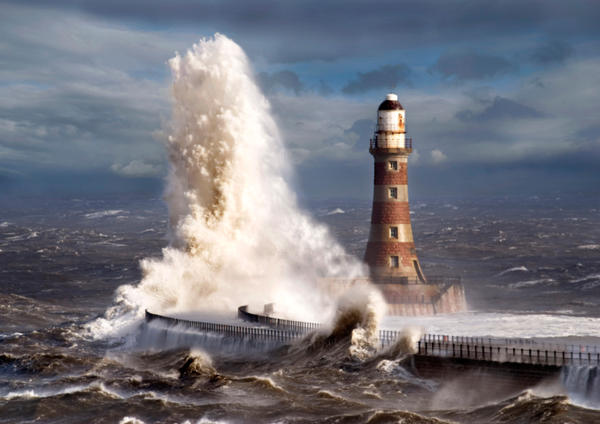 Roker lighthouse 3 by jonboy247