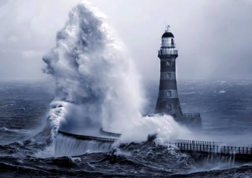Roker lighthouse 5 by jonboy247