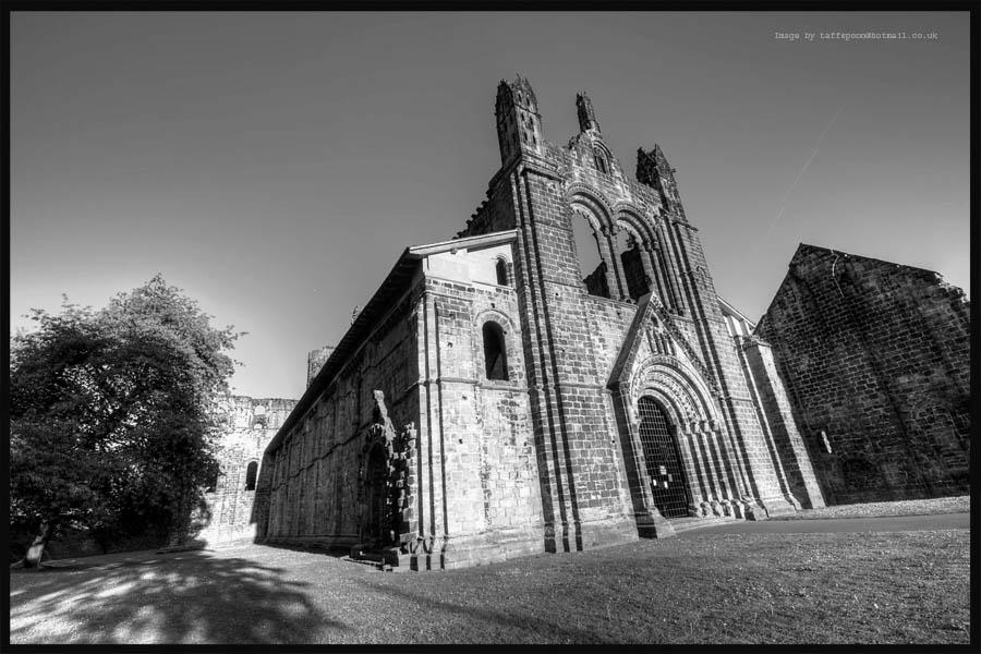Kirkstall Abbey Mono by GaryTaffinder