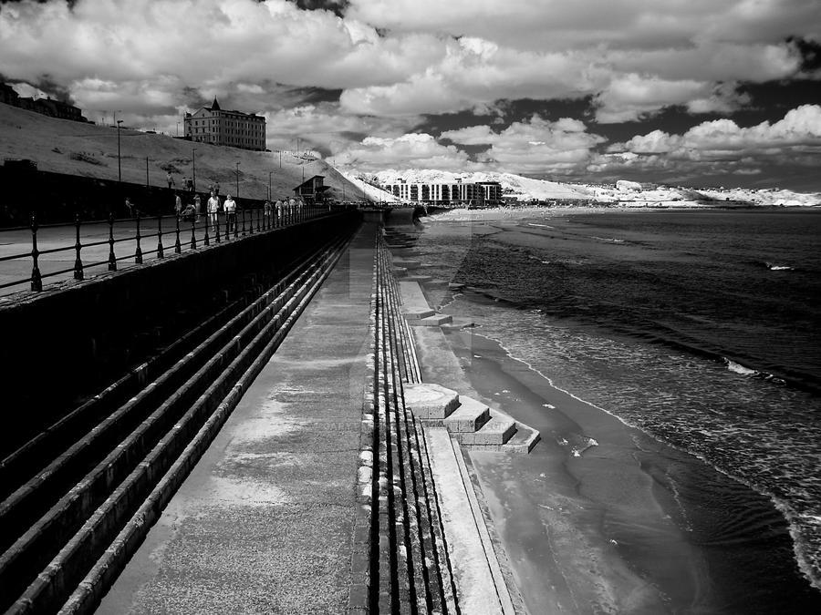 Sea Wall by GaryTaffinder