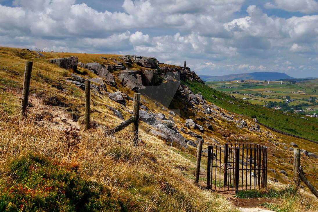 Earls Crag and Wainmans Pinnacle. by GaryTaffinder