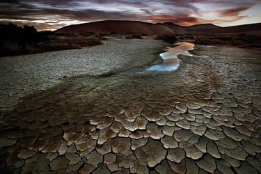 Desert Dawn by Zefisheye