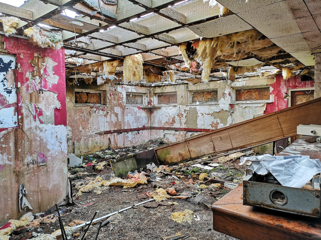 Abandoned holiday complex . by UrbanExploringBFG