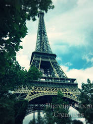 Day Beneath the Eiffel Tower