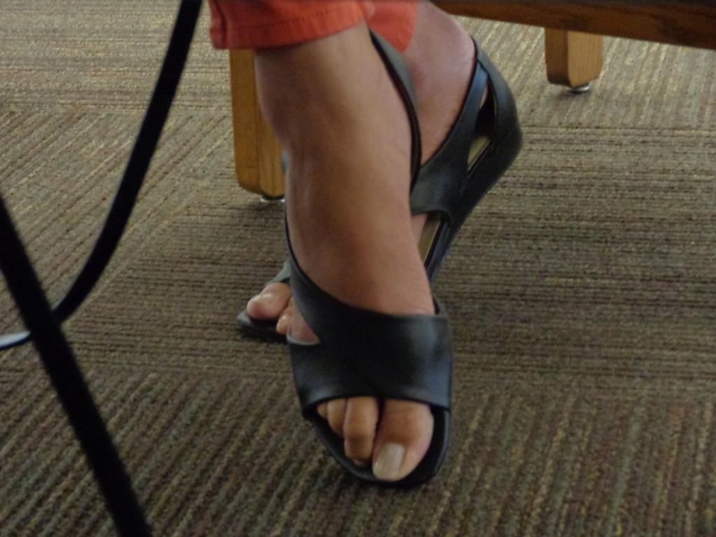 Tall Chinese woman's feet by schizoknight12