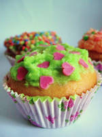 Cupcakes by marguerite-verte