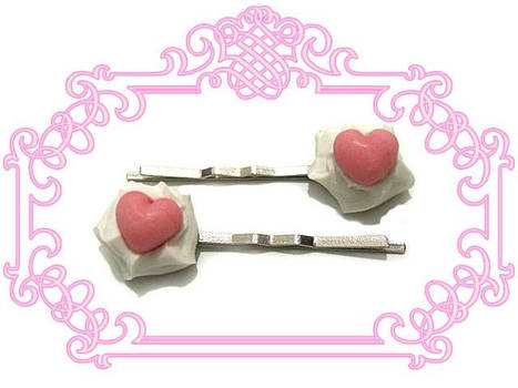 Strawberry Heartpins