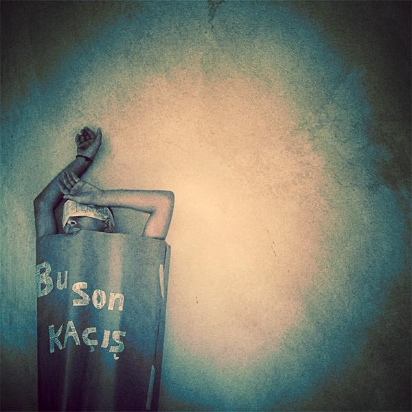 Bu son Kacis   The last escape by shagagraf - YeniLer geLdi :)