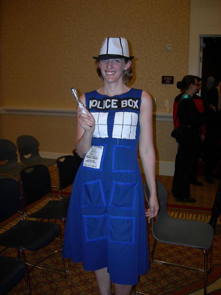 TARDIS by hieis-girl1