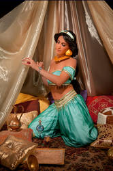 Jasmine preparing for her date with Aladdin