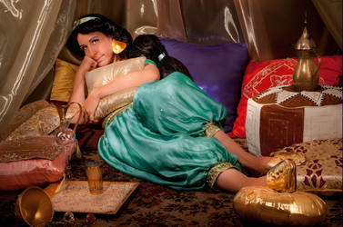 Jasmine waiting for Aladdin