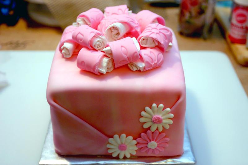 http://fc07.deviantart.com/fs47/i/2009/174/c/f/pink_present_cake_by_pinkshoegirl.jpg