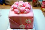 pink present cake by pinkshoegirl