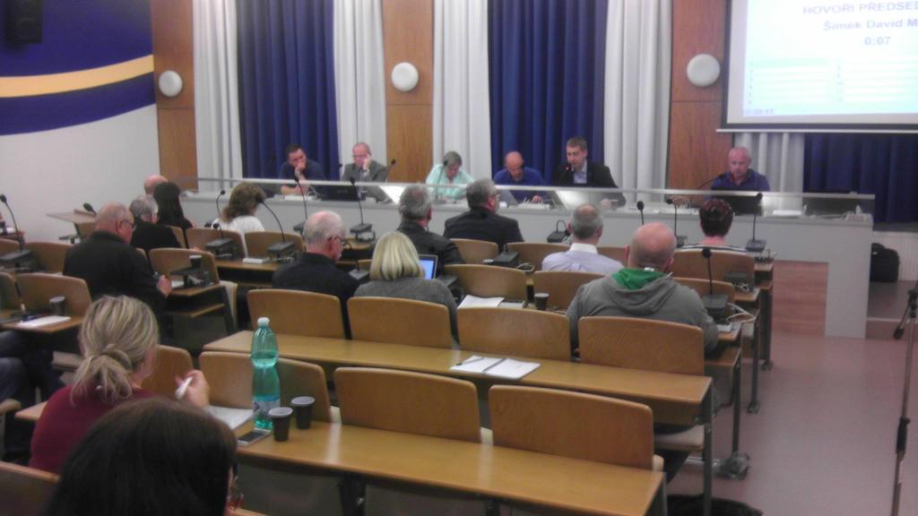 Zasedací místnost na svitavském městském úřadě, nebyla pouze plná politiků. Našel se zde i šéf odborů, nebo lidé, kteří jen chtěli vidět politiky při práci