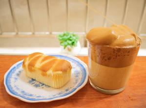 Dalgona coffee and cake