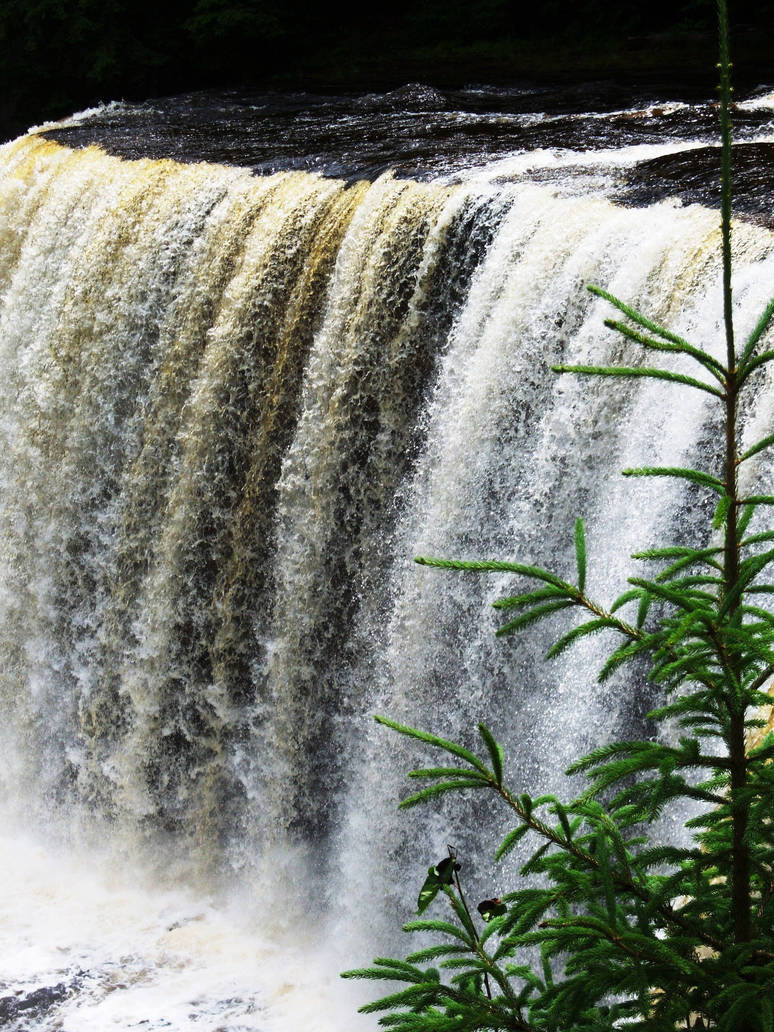 tahquamenon falls by azkardchic