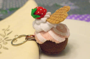 Felt strawberry cupcake. by th3blackhalo