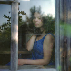 Girl in the window by deinitio