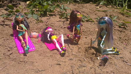 Gloom Beach girls2 by BrigidBeanSidheMH
