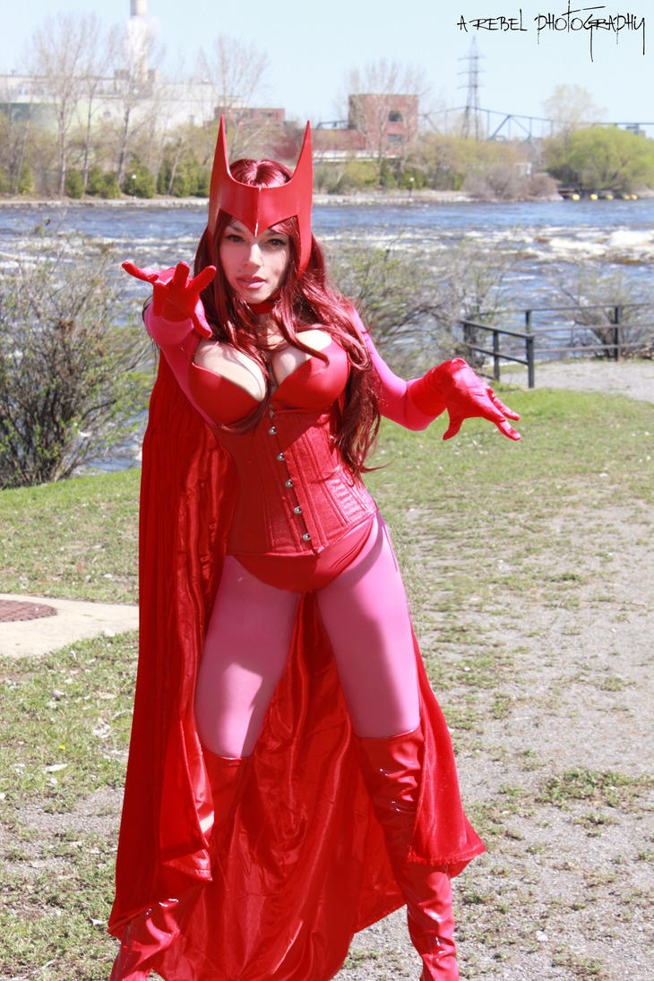 http://pre01.deviantart.net/851a/th/pre/i/2013/152/3/8/wanda_maximoff_scarlet_witch_cosplay_by_naomivonkreeps-d67e4lt.jpg