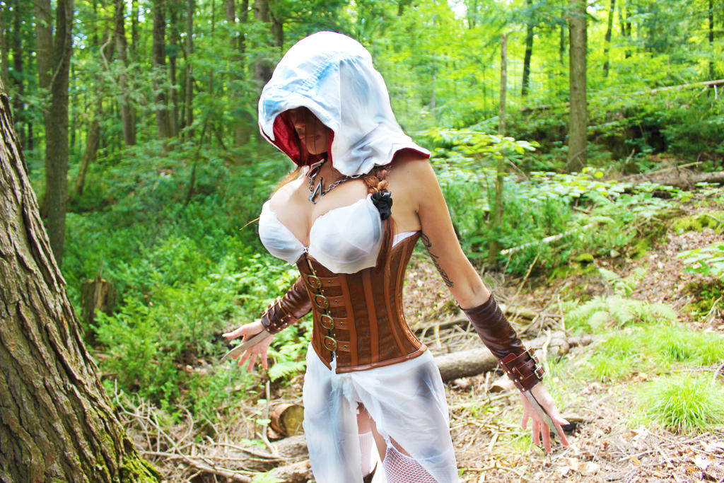 Assassin's Creed cosplay by Naomi-VonKreeps