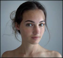 Audrey - portrait 5 by Renoux