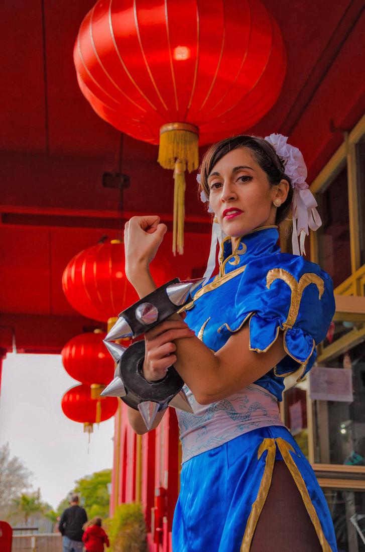 Chun-Li in China Town by vichun