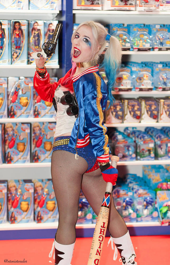 Harley Quinn Suicide Squad cosplay by AngelaLara