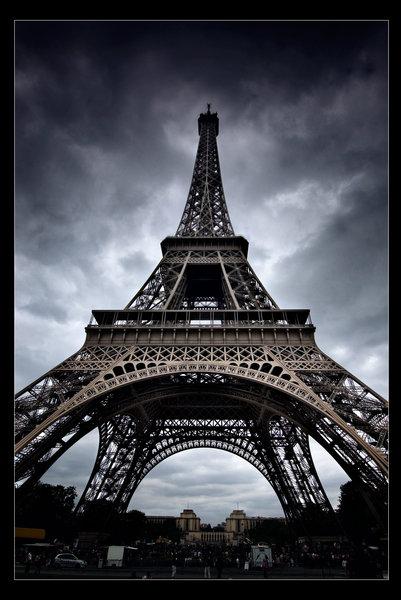 Eiffel Tower by xMEGALOPOLISx