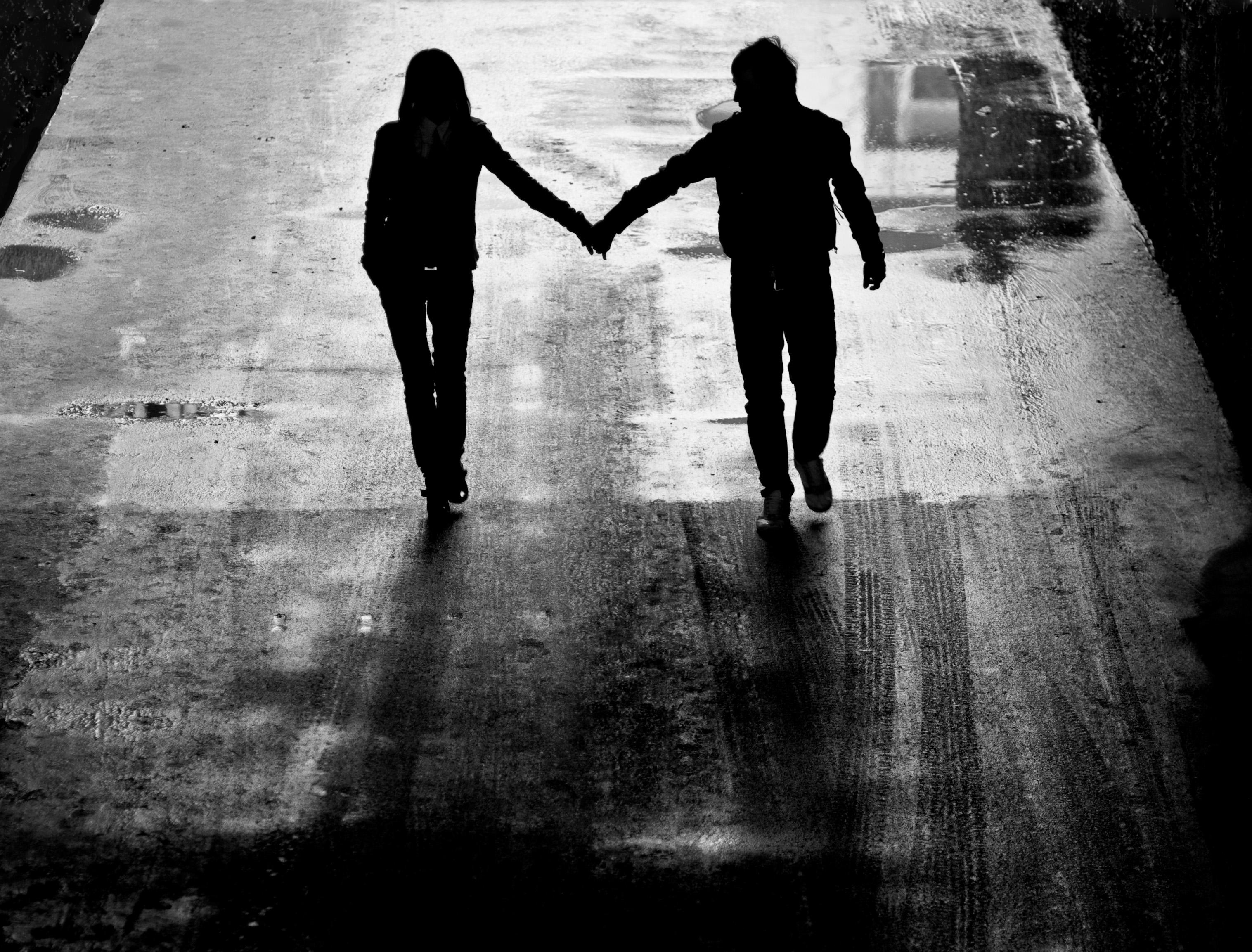 Черный и белый парень и девушка 9 фотография