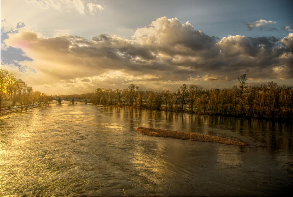 La Loire a Tours - Luminance HDR by yannboc on DeviantArt
