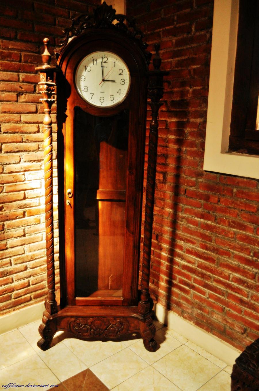Old Clock by raffdaime