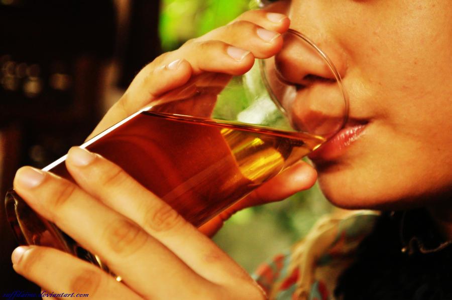 Drinkin Tea by raffdaime