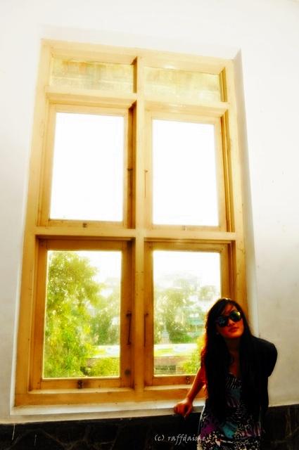 Girl on Window by raffdaime
