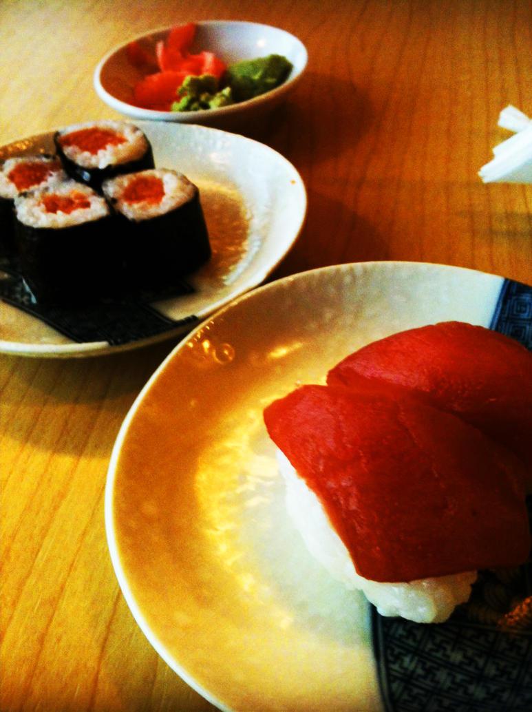 Salmon and Tuna sushi by raffdaime