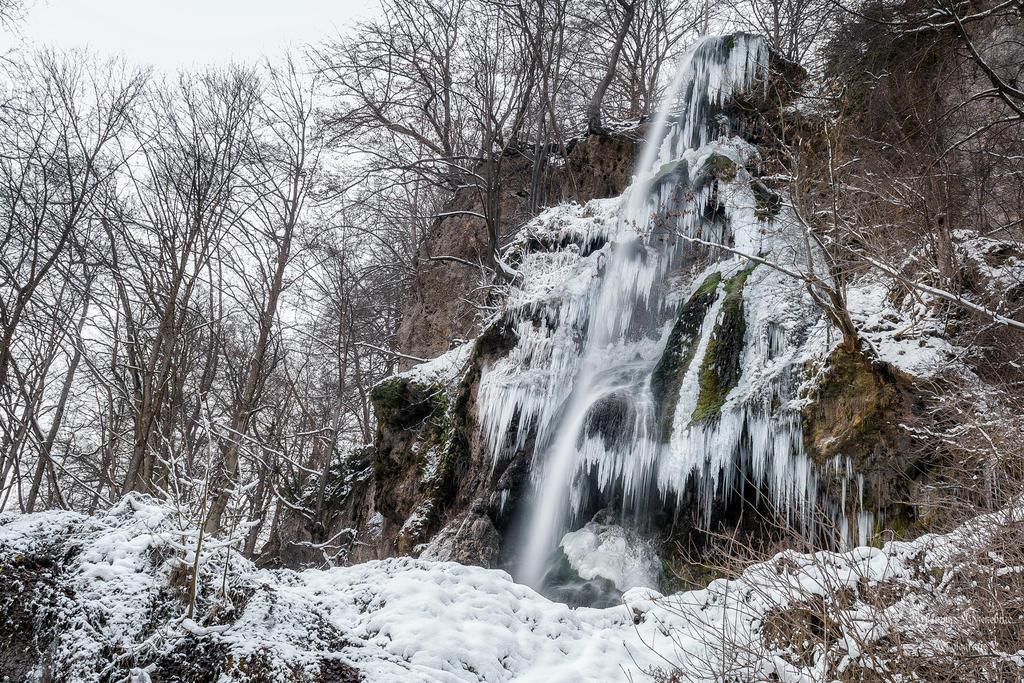 Uracher Wasserfall im Winter by ArkanumTenebrae