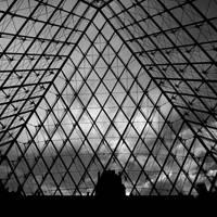 Black Pyramid by PasoLibre
