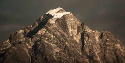 Himalayan peak by PasoLibre