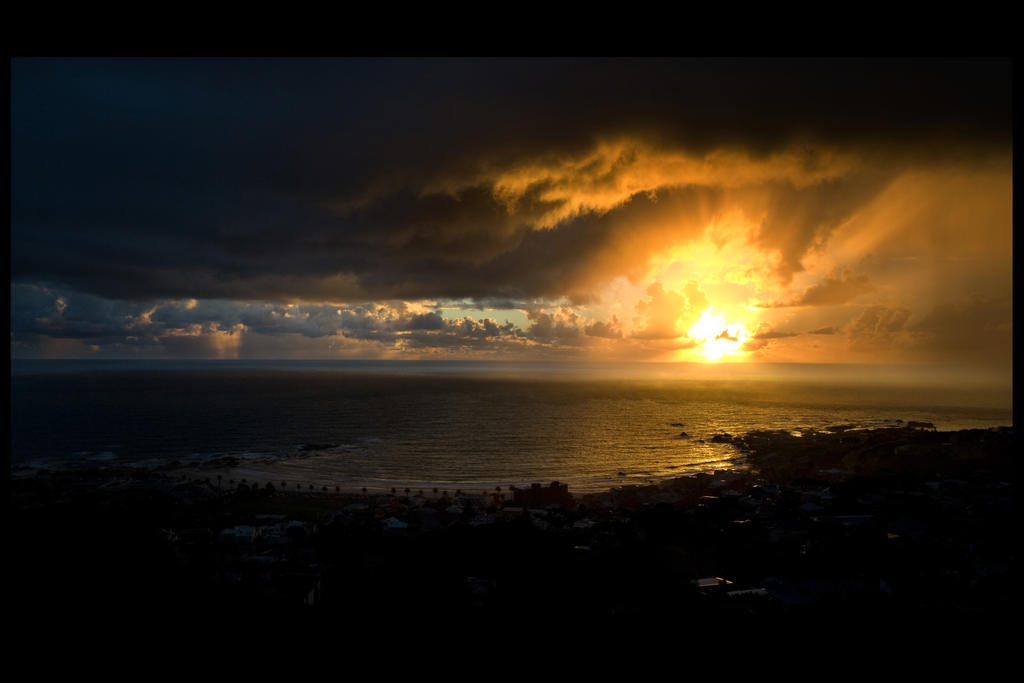 Sunset over Camps Bay by rygold