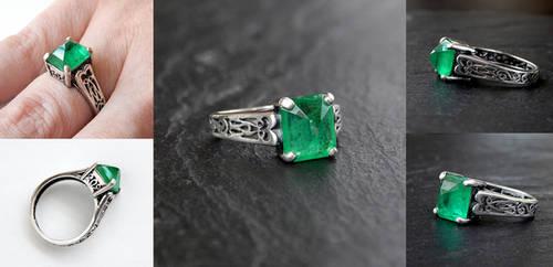 Emerald Spike Ring by Gweyeni